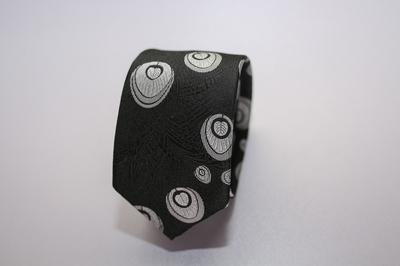 Caravat màu đen họa tiết lông công C19