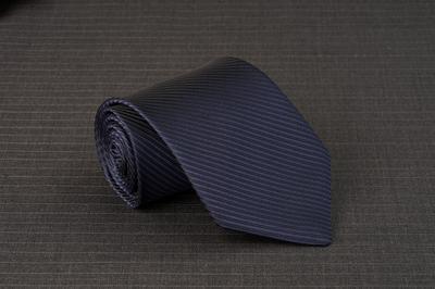 Caravat màu xanh đen sọc xéo C32