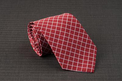 Caravat màu đỏ họa tiết ô vuông xéo C33