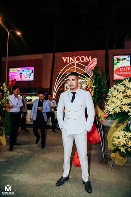 Suit Trắng 2 Hàng Khuy Kiểu Anh - Siêu Mẫu Kiệt Gia Nguyễn